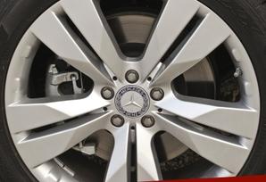 2009-Mercedes-Benz-ML550-45