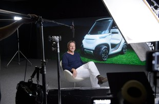 the-mercedes-benz-style-edition-garia-golf-car-4