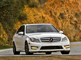 2013-mercedes-benz-c300-4matic-sedan-32