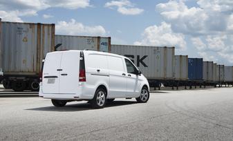 the-metris-worker-cargo-van-21