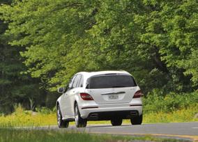 2011-Mercedes-Benz-R350-4MATIC-41