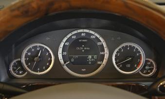2010-mercedes-benz-e350-luxury-sedan-22