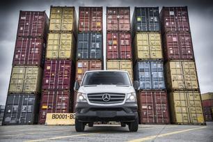 sprinter-in-container-port-1