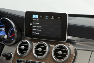 apple-carplay-phone