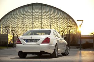 2010-mercedes-benz-s400-hybrid-41
