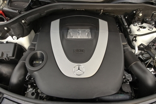 2009-Mercedes-Benz-ML550-52
