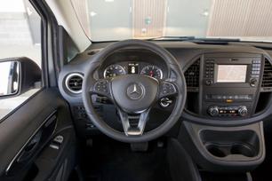 my2016-mercedes-benz-metris-passenger-van-9
