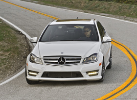 2013-mercedes-benz-c300-4matic-sedan-37