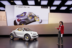 mercedes-benz-press-conference-at-the-naias-2012-in-detroit-4