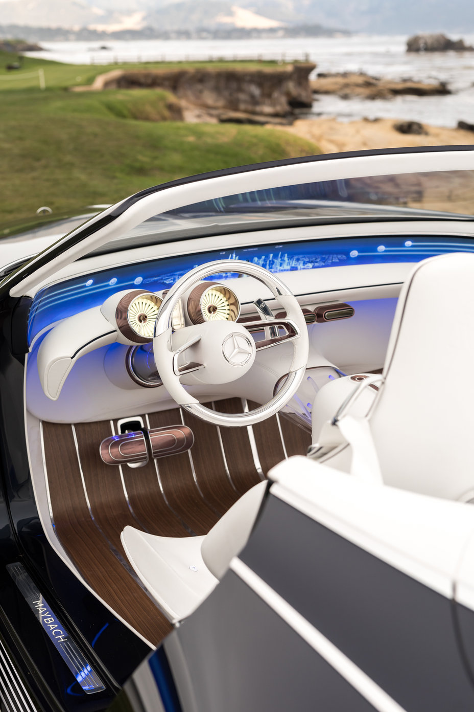 Study of an ultra-stylish luxury-class cabriolet