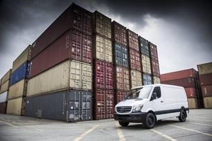 sprinter-in-container-port