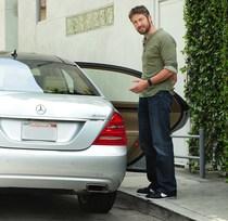Gerard-Butler-Mercedes-Benz-S400-HYBRID
