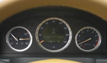 2010-mercedes-benz-c300-luxury-10