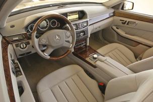 2010-mercedes-benz-e350-luxury-sedan-25