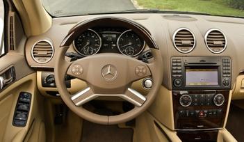 2009-Mercedes-Benz-ML550-41